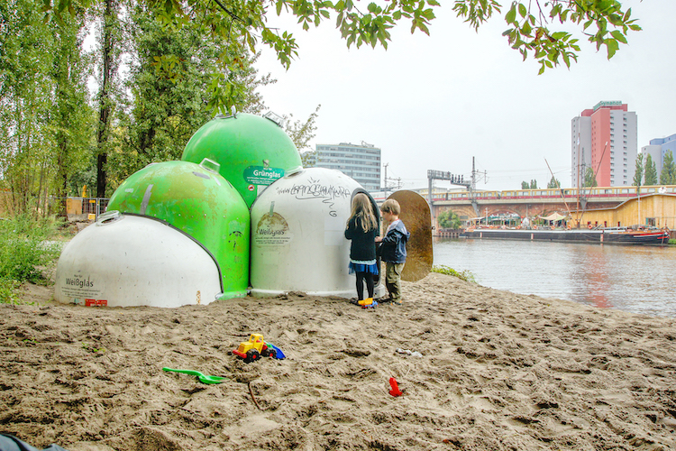Reinventing basic urban shapes: DOME – Urban interventions made from recycled glass containers <br srcset=