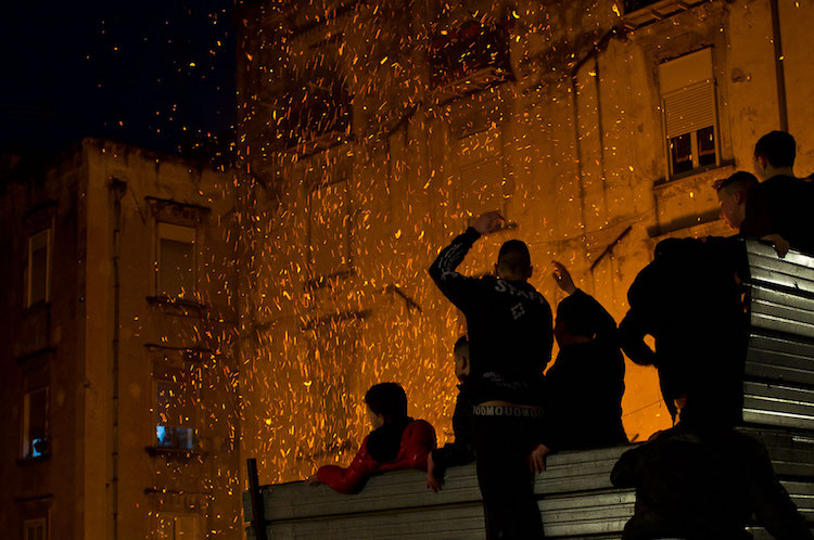 Don't play with fire: the burning sense of place of young Neapolitans <br srcset=